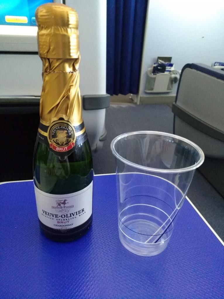 プレミアムクラスでシャンパン