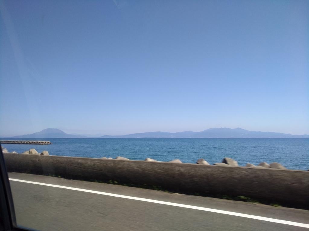 国道10号線から見る海沿いの景色