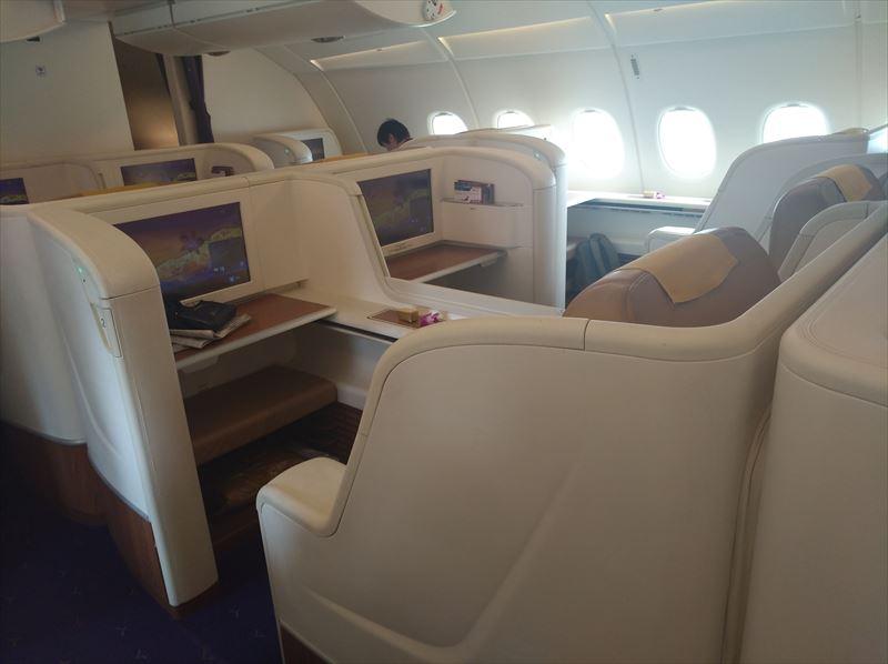ファーストクラス A380  座席 タイ航空